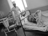 Больничный коридор. Алмата, декабрь 2004 г.