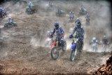Мотокросс пыль+солнце .. репортаж из преисподни :)