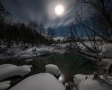 В лунном свете.
