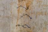 Бесполезные крюки, от которых одни только трещины...