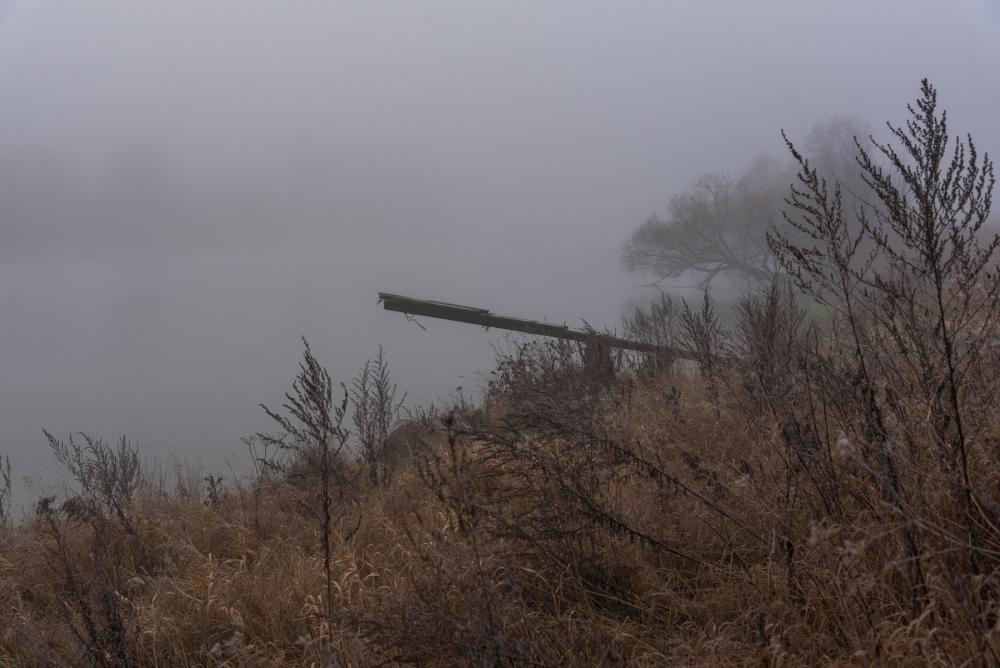 Туманная осень на реке.