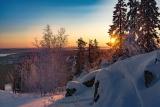 Солнце зимнее встает