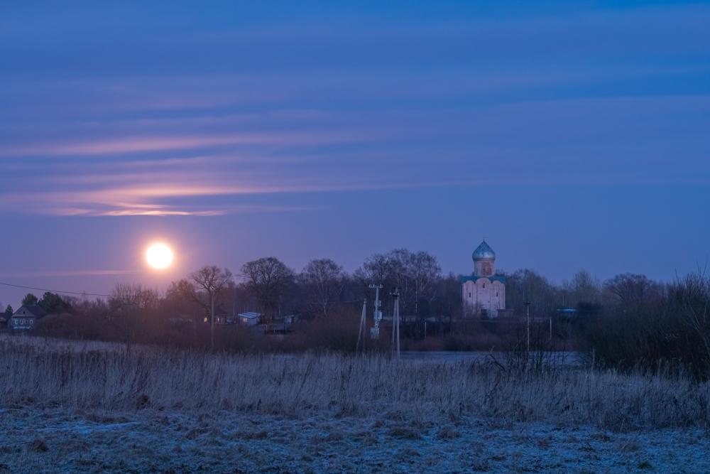Восход луны над Нередицей