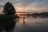 Летним утром на реке.