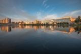 Июньский вечер на городском озере.