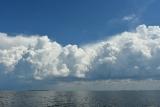 Остров и облака